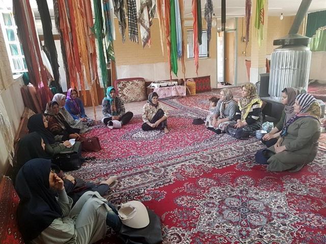 برگزاری دوره آموزش صنایع دستی برای بانوان عشایر روستای حاجی آباد استان قزوین